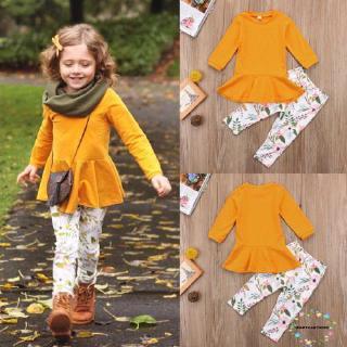 Bộ trang phục gồm áo tay dài màu trơn và quần dài in họa tiết hoa xinh xắn cho bé gái