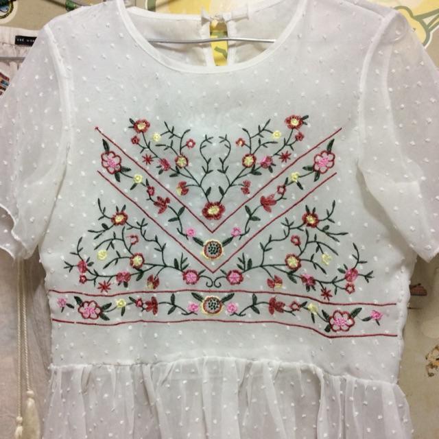 Pass áo trắng thêu hoa babydoll