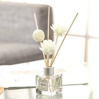 tinh dầu nước hoa để bàn