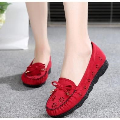 Giày lười nữ chất mềm mại họa tiết hoa lỗ kiểu dáng trẻ trung