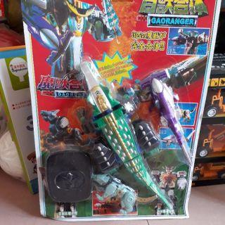 Bộ đồ chơi siêu nhân gao cá sấu. thumbnail