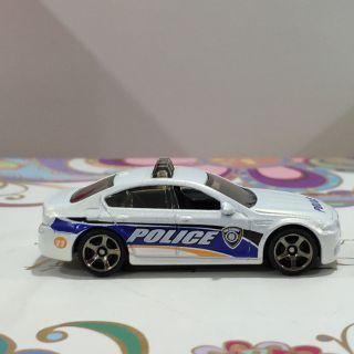 Ô tô mô hình tỉ lệ 1:64 BMW 5 Police (màu trắng)