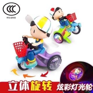 Em bé đi xe đạp có nhạc và đèn