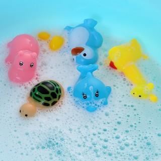 vịt bơi trong bồn tắm