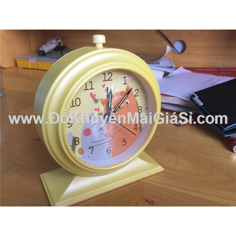 Đồng hồ để bàn hình tròn có báo thức + đèn - Kt: (12.5 x 5.2 x 15) cm - Vàng - 3293935 , 879588100 , 322_879588100 , 50000 , Dong-ho-de-ban-hinh-tron-co-bao-thuc-den-Kt-12.5-x-5.2-x-15-cm-Vang-322_879588100 , shopee.vn , Đồng hồ để bàn hình tròn có báo thức + đèn - Kt: (12.5 x 5.2 x 15) cm - Vàng
