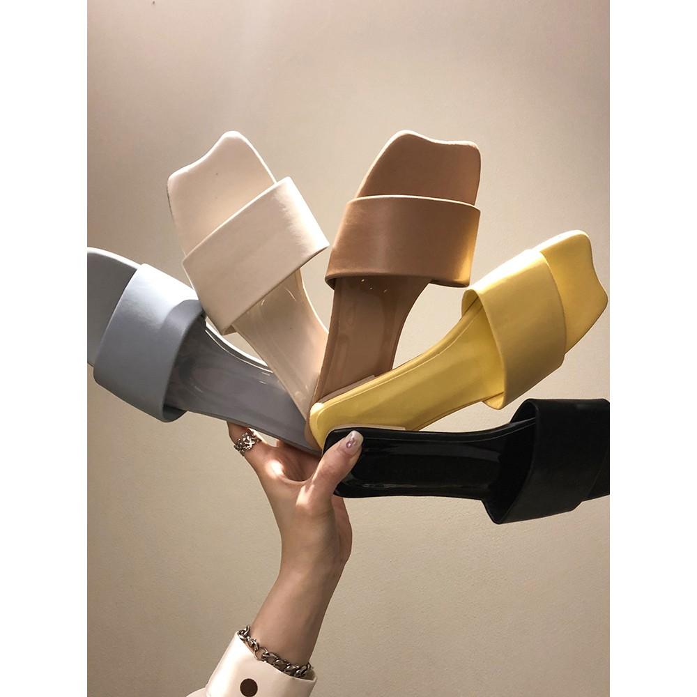 【จัดส่งฟรี】ิกภาพแบนด้านล่างลื่นบุคลิกภาพรองเท้าแตะฤดูร้อนรองเท้าตาข่ายสีแดงสวมใส่
