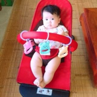 Ghế rung cho bé có đồ chơi 135 ( tặng thanh đồ chơi như hình )
