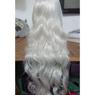 Tóc giả cosplay nữ xoăn màu trắng bạc