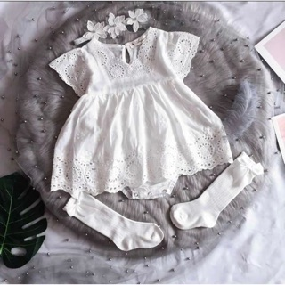 Váy trắng dập hoạ tiết ren, vải thô mát mềm cho bé sơ sinh