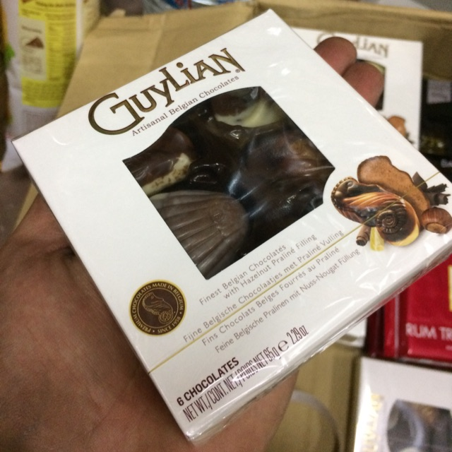 |Hộp Chocolate Bỉ| GuyLian Artisanal belgian Chôclates 65g (6 viên Hình) - 3011975 , 735164939 , 322_735164939 , 47000 , Hop-Chocolate-Bi-GuyLian-Artisanal-belgian-Choclates-65g-6-vien-Hinh-322_735164939 , shopee.vn , |Hộp Chocolate Bỉ| GuyLian Artisanal belgian Chôclates 65g (6 viên Hình)
