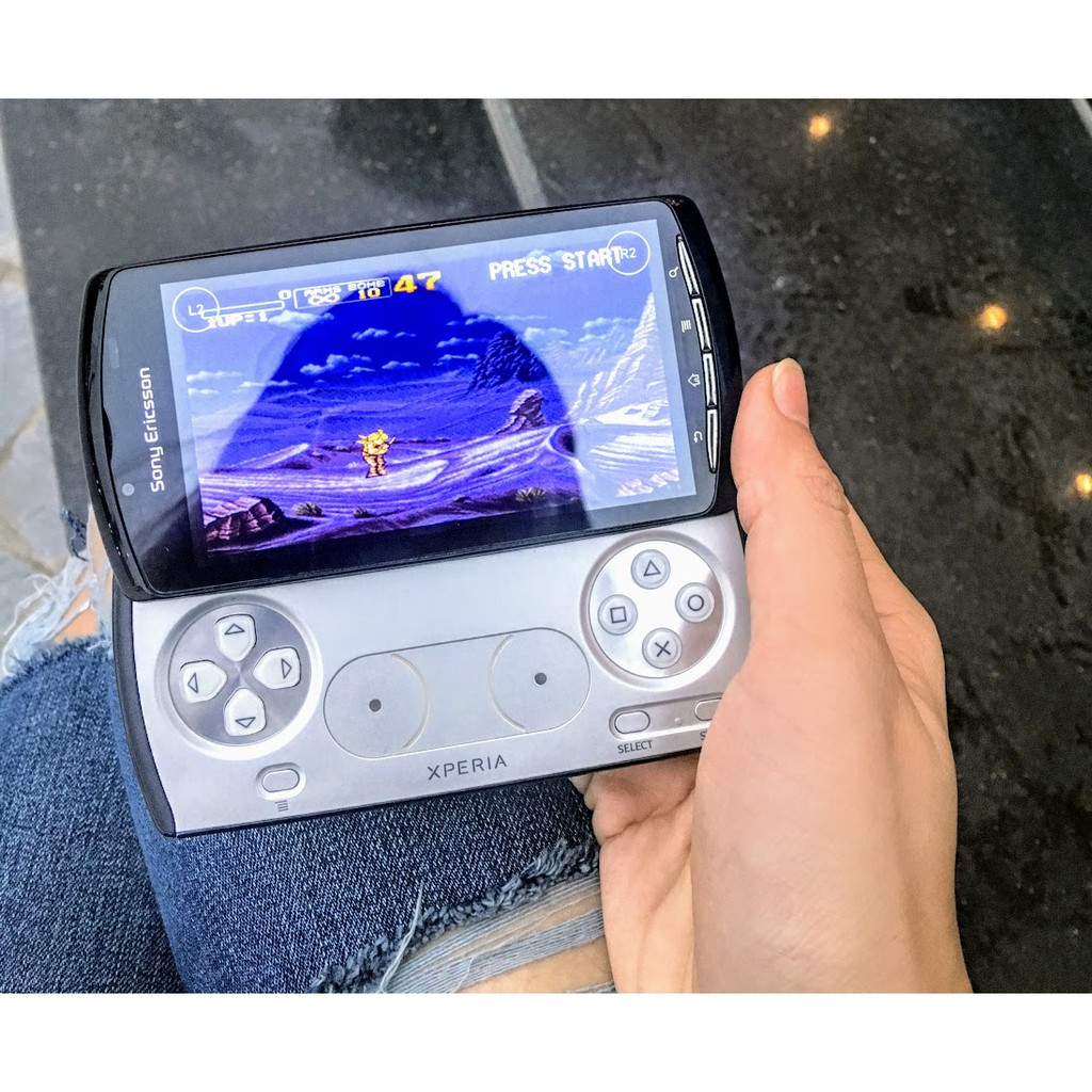 Điện thoại Sony Xperia Play R800i chuyên game, có nút chơi game chuyên dụng