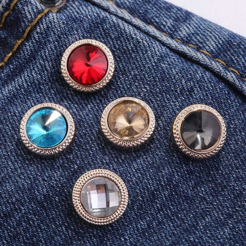 ✵Mr Sally south Korean sneaked away small brooch buckle female cute girl summer clothes pin creative joker adorn article
