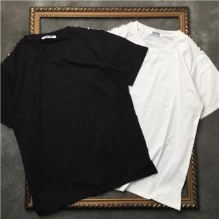 Áo phông còn 1 đen, 1 trắng