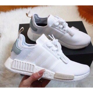 Giày adidas nmd trắng gót xanh