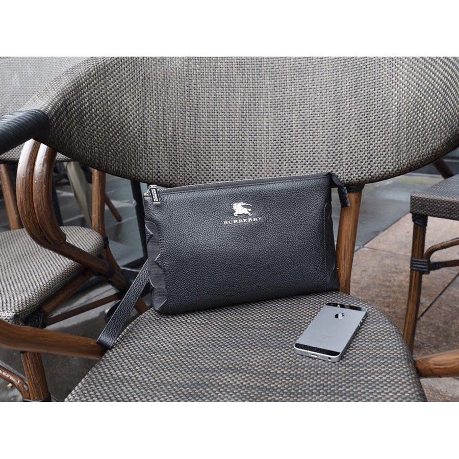 ล่าสุดกระเป๋าผู้ชาย Burberry Burberry นักรบคลัทช์ข้อมือคลัทช์กระเป๋าหนังวัวอ่อนไหล่กระเป๋าเส้นทแยงมุมหนังกระเป๋าเป้สะ