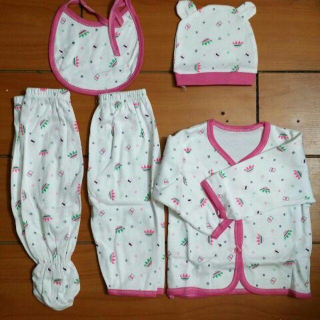 [Siêu hót] Sét 5 chi tiết sơ sinh gồm 2 quần,1 áo ,1 mũ, 1 yếm