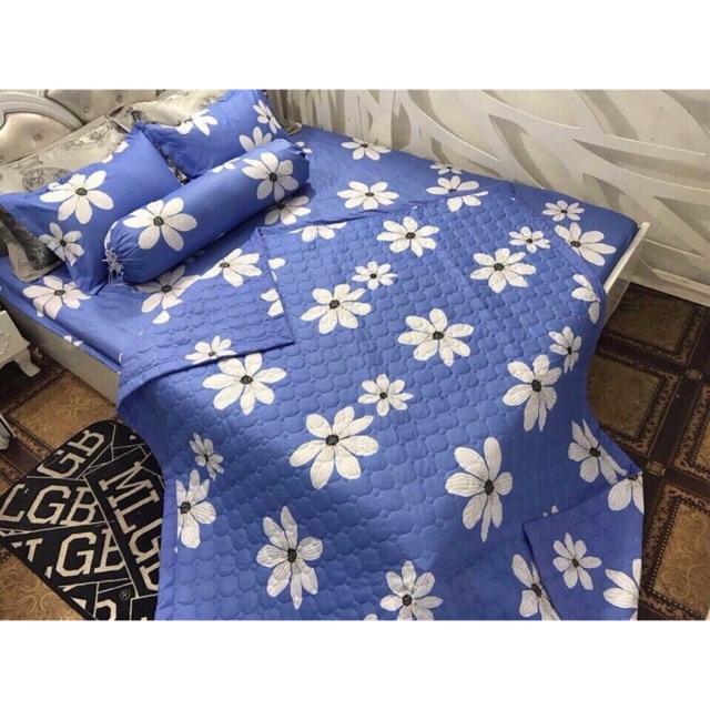 Drap poly cotton 7 cánh màu xanh dương hoa trắng sỉ chăn ga gối đệm [122 KG]