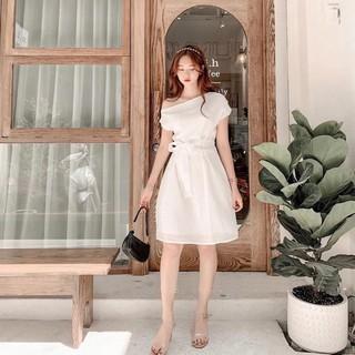 Đầm trắng lệch vai thắt nơ eo