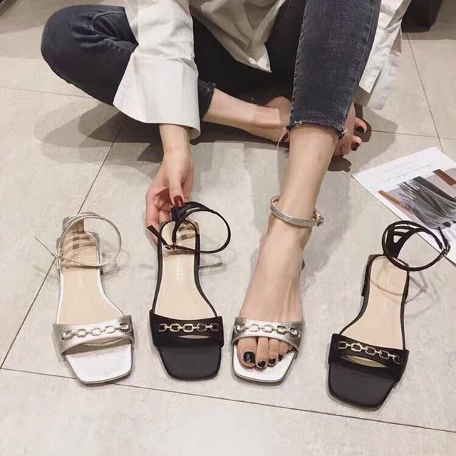 Sandal mũi vuông quai hoạ tiết