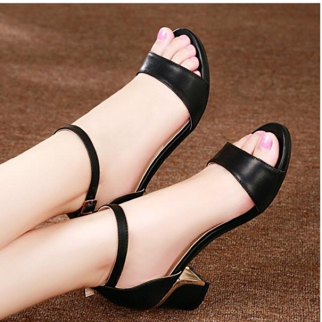 Giày sandal gót vuông quai ngang 5 phân cao cấp - 10011598 , 274705816 , 322_274705816 , 270000 , Giay-sandal-got-vuong-quai-ngang-5-phan-cao-cap-322_274705816 , shopee.vn , Giày sandal gót vuông quai ngang 5 phân cao cấp