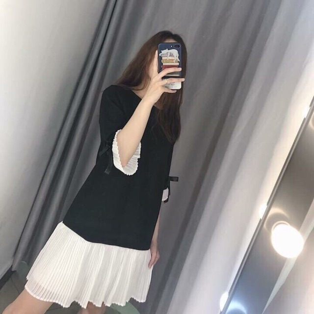 Đầm suông xếp ly chân váy