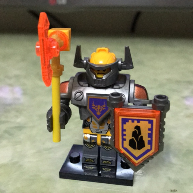 Minifiure nhân vật Axl nexo knight