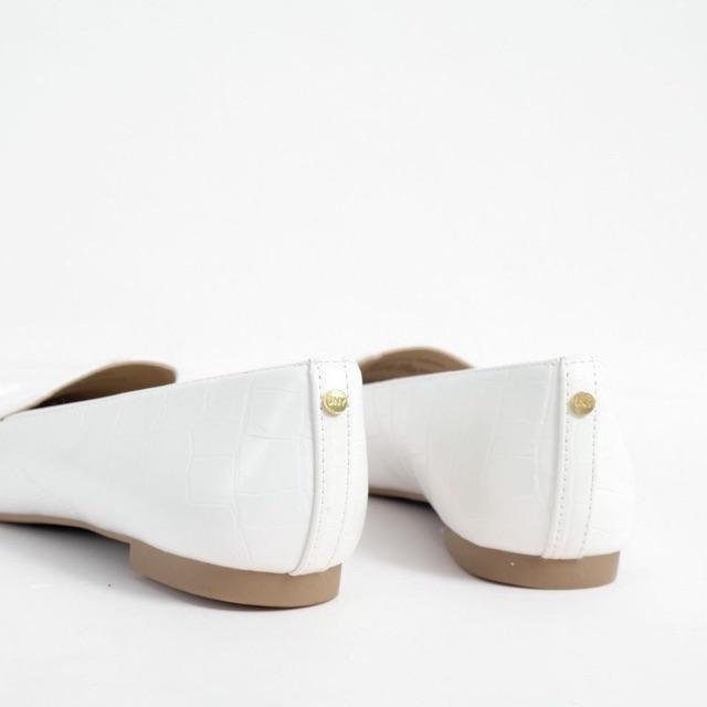 Giày mũi nhọn da vân trắng