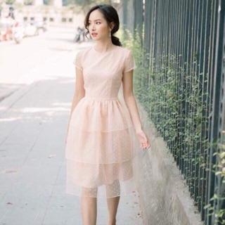 Đầm chấm bi ren tầng