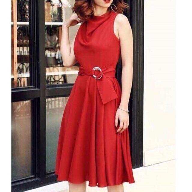 Đầm Xoè đỏ Cổ trễ