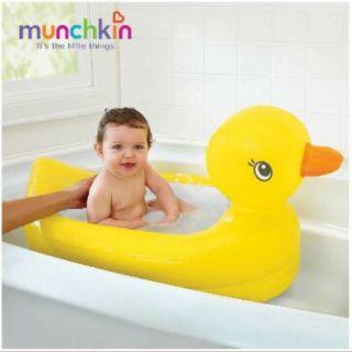 Chậu tắm phao Munchkin vịt vàng