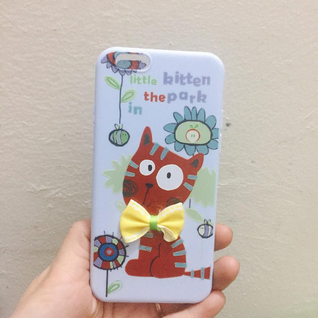 Ốp Su Dẻo Mèo Nâu Nền Xanh Dương Nơ Vàng - Cho Iphone 6,6s,6plus,X