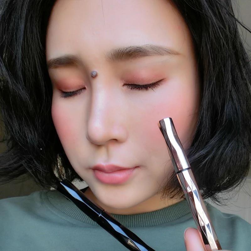 ❄✳Brown eyeliner waterproof not shading within the black sponge head liquid pen beginners