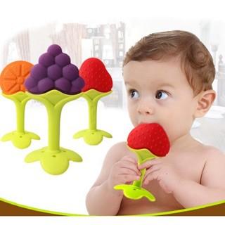 Gặm nướu chất liệu silicon mềm, an toàn cho bé