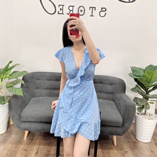 Váy chấm bi xanh