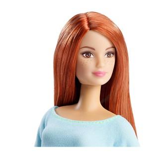 Barbie made to move yoga tóc cam, má tàn nhang đáng yêu