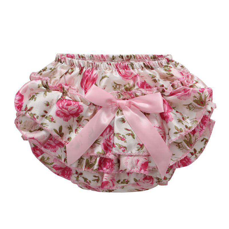 Áo yếm tay ngắn in hình vương miện + quần ngắn hoa đính nơ dành cho bé