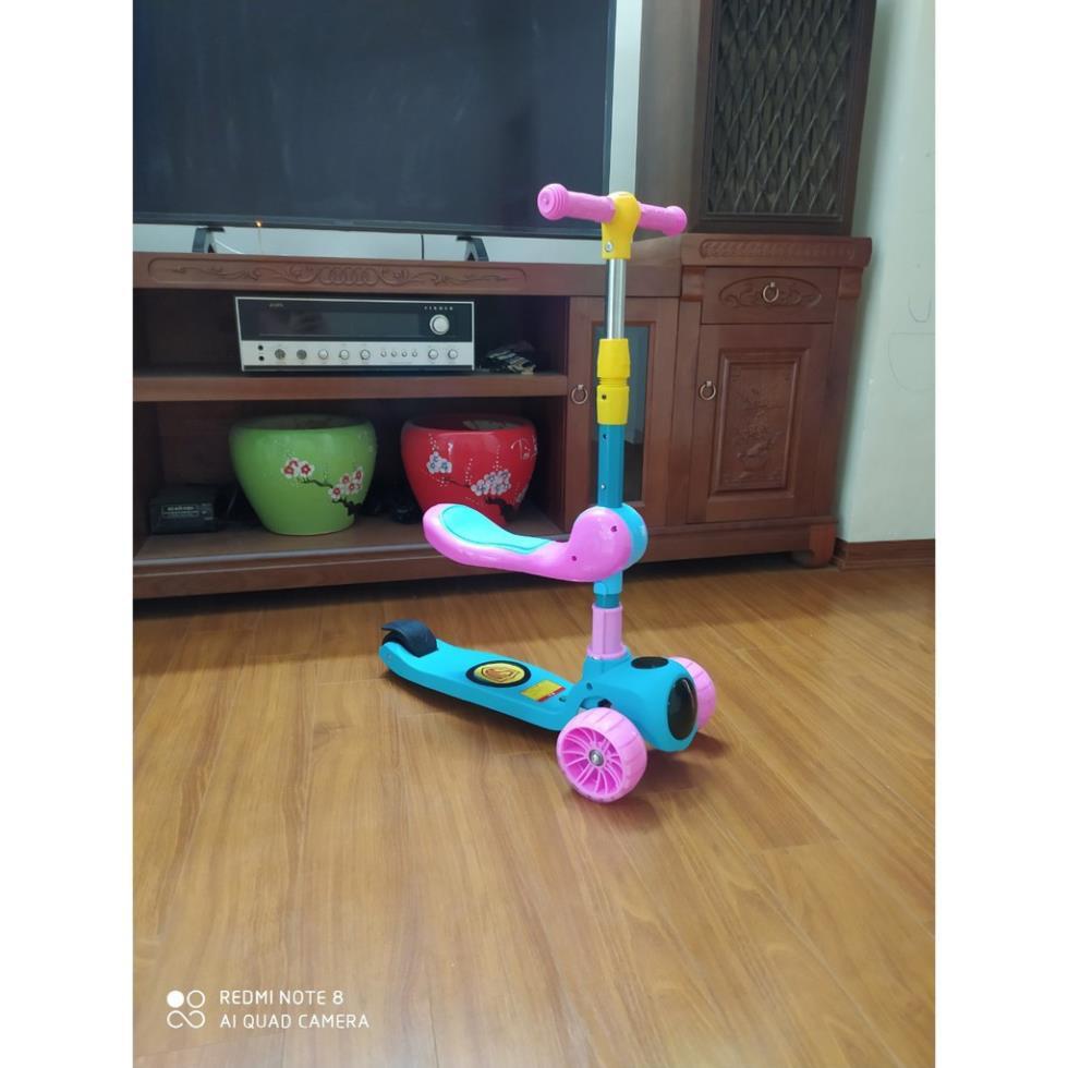 Xe trượt scooter có nhạc có đèn kiêm xe chòi chân 2 trong 1.
