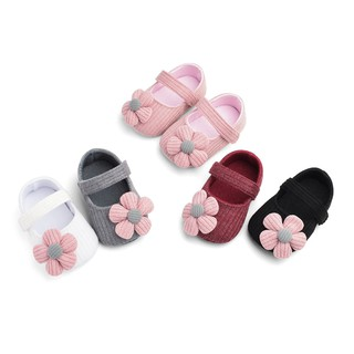 Giày tập đi đế mềm chống trượt đính hoa xinh xắn dành cho bé gái