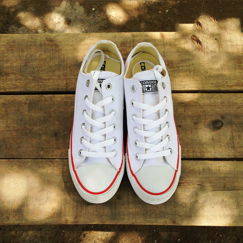Giày Converse Classic cổ thấp màu trắng viền đỏ
