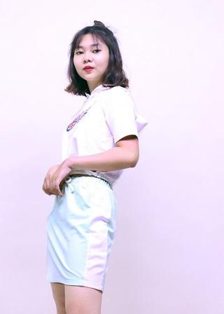 Áo thun nón bé gái trắng