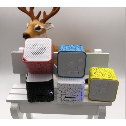 Máy nghe nhạc MP3 kiêm loa đèn led - 10030312 , 1309684813 , 322_1309684813 , 45000 , May-nghe-nhac-MP3-kiem-loa-den-led-322_1309684813 , shopee.vn , Máy nghe nhạc MP3 kiêm loa đèn led