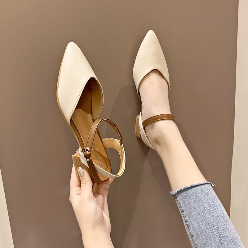 สุทธิรองเท้าแตะเป่าโถวสีแดงเพศหญิงในช่วงฤดูร้อน 2019 ลมนางฟ้าใหม่ที่มีหัวเข็มขัดคำแหลมกับหนากับรองเท้าโรมันป่า