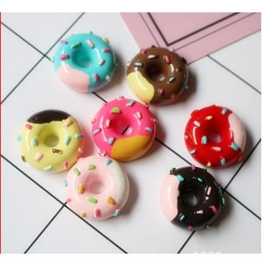 Mô hình Bánh donut cốm hồng charm slime