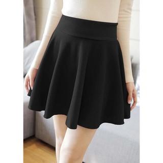 Chân váy xòe ngắn màu đen thời trang, năng động thumbnail