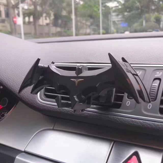Kẹp điện thoại khe cửa gió ô tô hình Bat Man