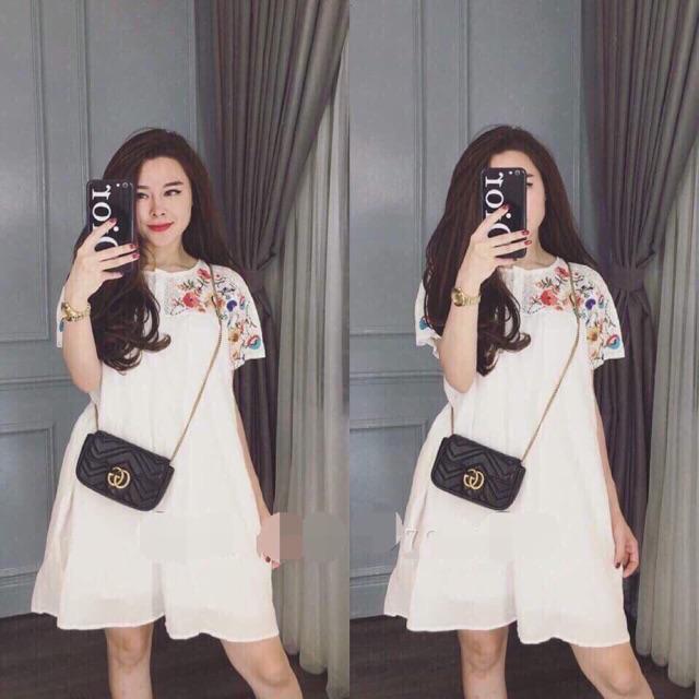 Váy trắng pha ren thêu