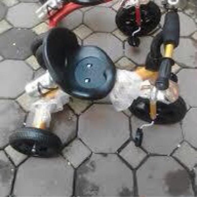 Xe 3 bánh bình nước (giao màu ngẫu nhiên)