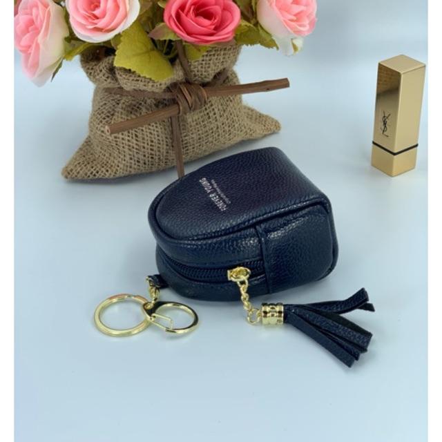 กระเป๋าใส่เหรียญ แบบเก๋มาก สีกรม มีห่วงคล้องกระเป๋า ขนาดกระทัดรัดกำลังดี กว้าง 8 ลึก 5 สูง 10 cm. ซื้อเลย!!