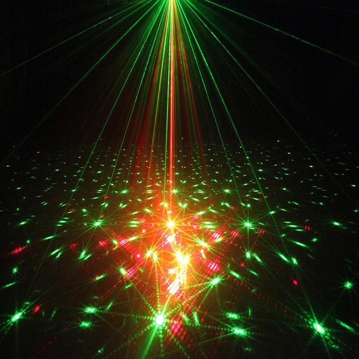 Đèn nháy theo nhạc đèn bay phòng cao cấp 6 mắt laser nháy 64 hình khác nhau
