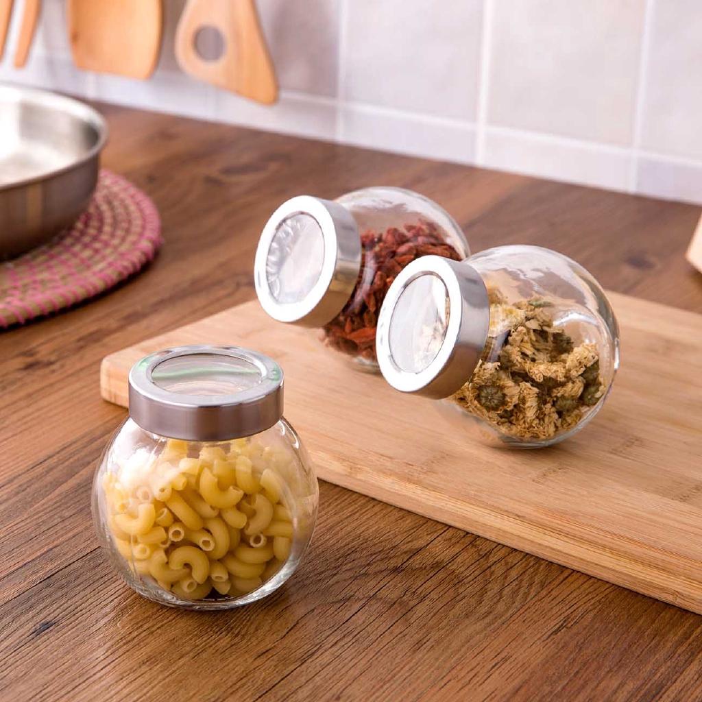 3 lọ thủy tinh trong suốt dùng chứa trà , được làm từ thủy tinh , dùng cho nhà bếp